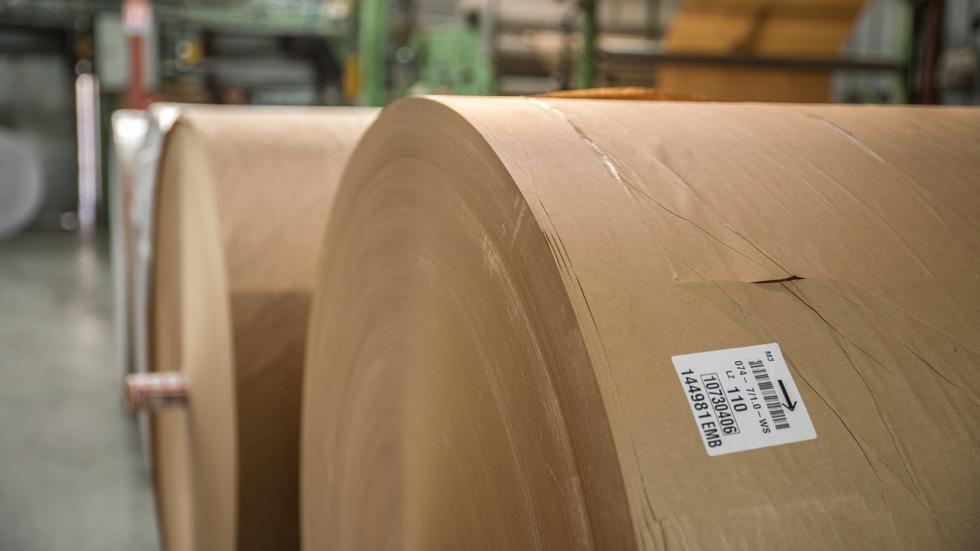 Bobines de matière pour réaliser des sacs en papier