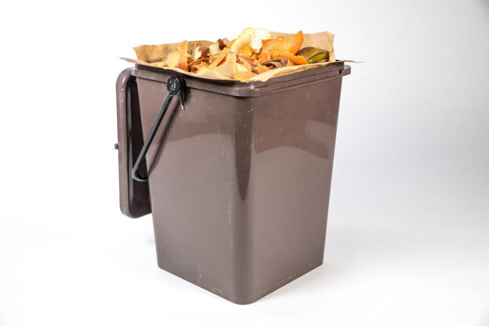 Poubelle ouverte avec sac en kraft pour collecte des déchets