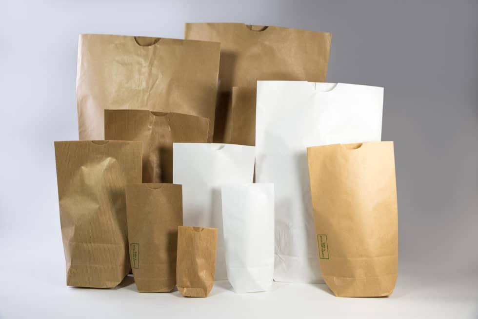 Différents sacs en papier écornés